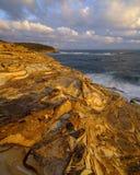 Spiaggia al tramonto, parco nazionale di Bouddi, costa centrale, NSW, Australia del mastice fotografie stock