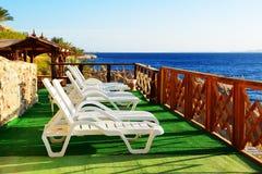 Spiaggia all'albergo di lusso Fotografia Stock Libera da Diritti