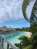 Spiaggia alla località di soggiorno di Bora Bora Fotografia Stock