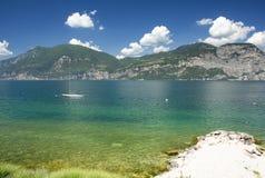 Spiaggia alla polizia del lago, Italia Fotografie Stock