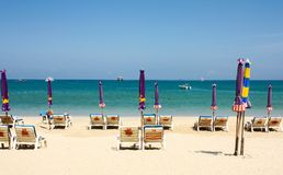 Spiaggia alla spiaggia di Patong Phuket, Tailandia Fotografia Stock Libera da Diritti