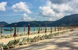 Spiaggia alla spiaggia di Patong Phuket, Tailandia Immagini Stock