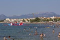 Spiaggia ammucchiata ad estate Immagini Stock Libere da Diritti
