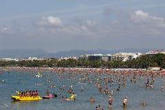 Spiaggia ammucchiata con le barche del pedale Fotografia Stock Libera da Diritti