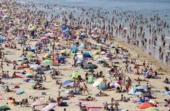 Spiaggia ammucchiata di estate Fotografia Stock