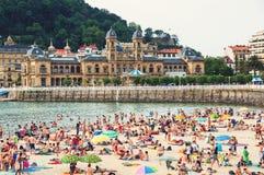 Spiaggia ammucchiata di San Sebastian Immagini Stock Libere da Diritti