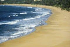 Spiaggia & onde Fotografia Stock