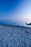 Spiaggia baltica dopo il tramonto Immagini Stock Libere da Diritti
