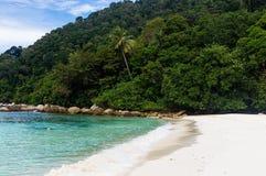 Spiaggia bianca della tartaruga della sabbia a Pulau Perhentian, Malesia Fotografia Stock