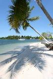 Spiaggia bianca tropicale della sabbia Immagine Stock Libera da Diritti