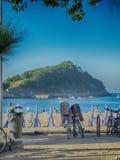 Spiaggia, bici e baia in San Sebastian Spain Fotografia Stock Libera da Diritti