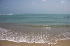 Spiaggia blu dell'oceano nel golfo di Mannar fotografia stock