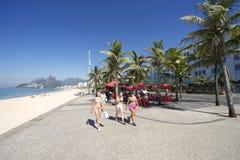 Spiaggia brasiliana Rio de Janeiro di Ipanema delle donne Fotografie Stock