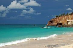 Spiaggia caraibica con l'avvicinamento della tempesta Fotografia Stock Libera da Diritti