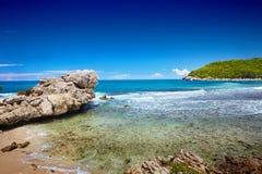 Spiaggia caraibica e mare tropicale in Haiti Immagini Stock