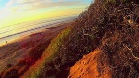 Spiaggia Carlsbad California di Ponto della SCOGLIERA 1 del cielo e del mare di tramonto archivi video