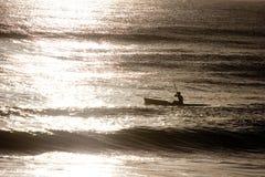 Spiaggia che Kayaking fotografia stock libera da diritti