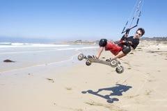 spiaggia che kiteboarding fotografie stock libere da diritti