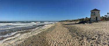 Spiaggia con costruzione Immagini Stock Libere da Diritti