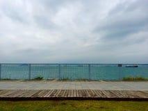 Spiaggia con il percorso di camminata Fotografie Stock