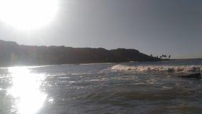 Spiaggia con il sole che splende nell'angolo fotografia stock libera da diritti