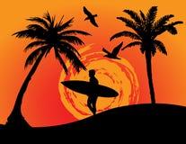 Spiaggia con il surfista Fotografia Stock Libera da Diritti