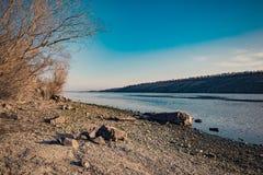 Spiaggia con l'isola Khortytsya Fotografia Stock