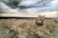 Spiaggia con la presidenza del Wingback Immagini Stock