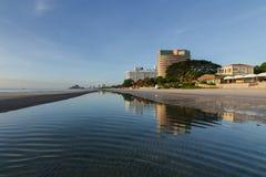 Spiaggia con la riflessione a Huahin Fotografia Stock