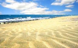 Spiaggia con la sabbia molle Immagini Stock
