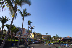 Spiaggia con la sabbia vulcanica nera Immagini Stock Libere da Diritti