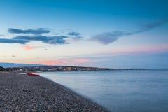 Spiaggia con la vista al lido di Catanzaro Fotografia Stock