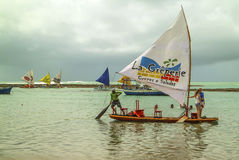 Spiaggia con le barche a vela tipiche del Brasile di nordest Immagine Stock