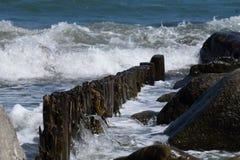 Spiaggia con le onde Immagini Stock Libere da Diritti