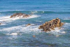 Spiaggia con le scogliere in Almograve Immagini Stock