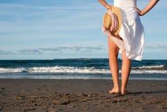 Spiaggia con sunhat Immagine Stock Libera da Diritti