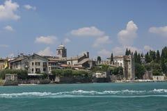Spiaggia con un castello in Grecia Fotografia Stock