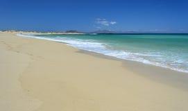 Spiaggia a Corralejo, isola di Fuerteventura Fotografia Stock
