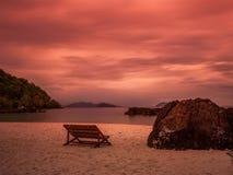 Spiaggia crepuscolare del mare a Trat Tailandia Fotografie Stock