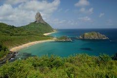 Spiaggia cristallina del mare in Fernando de Noronha, Brasile immagine stock libera da diritti