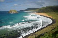 Spiaggia cristallina del mare in Fernando de Noronhal immagini stock