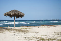 Spiaggia cubana con le onde Fotografie Stock Libere da Diritti