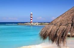 Spiaggia dei Caraibi del turchese del faro del Cancun Immagine Stock