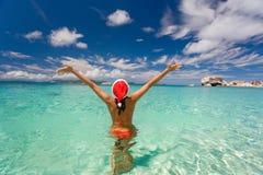 Spiaggia del bikini di natale della donna Fotografia Stock