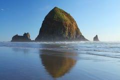 Spiaggia del cannone nell'Oregon Immagine Stock