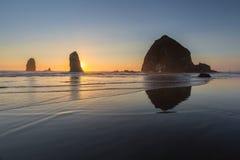Spiaggia del cannone, Oregon immagini stock libere da diritti