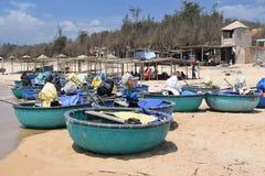 Spiaggia del KE GA e barca tradizionale del canestro sulla sabbia di pesca della v Immagini Stock Libere da Diritti