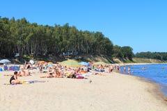 Spiaggia del Mar Baltico a Kulikovo un giorno caldo di luglio Fotografia Stock