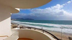 Spiaggia del mar Mediterraneo a Cala Millor archivi video