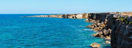 Spiaggia del mare di estate della Sicilia, Italia Fotografia Stock Libera da Diritti